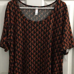 🎉💕BEAUTIFUL BNWT LULAROE XL PERFECT TOP💕🎉